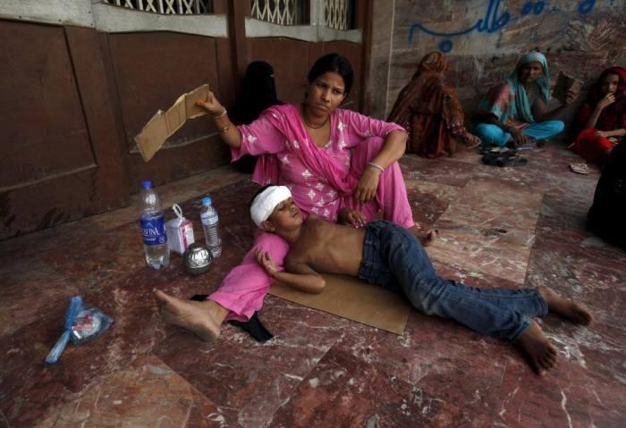 В Пакистане из-за аномальной жары скончалось почти 700 человек (17 фото)