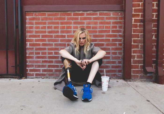 Из-за пользования тампонами американская модель лишилась ноги (5 фото)