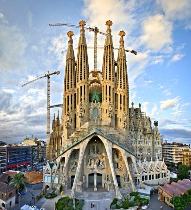 Храм Святого Семейства - самый известный долгострой в мире (5 фото + видео)