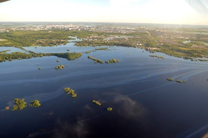 Нефтяное наводнение в Нефтеюганске (14 фото)