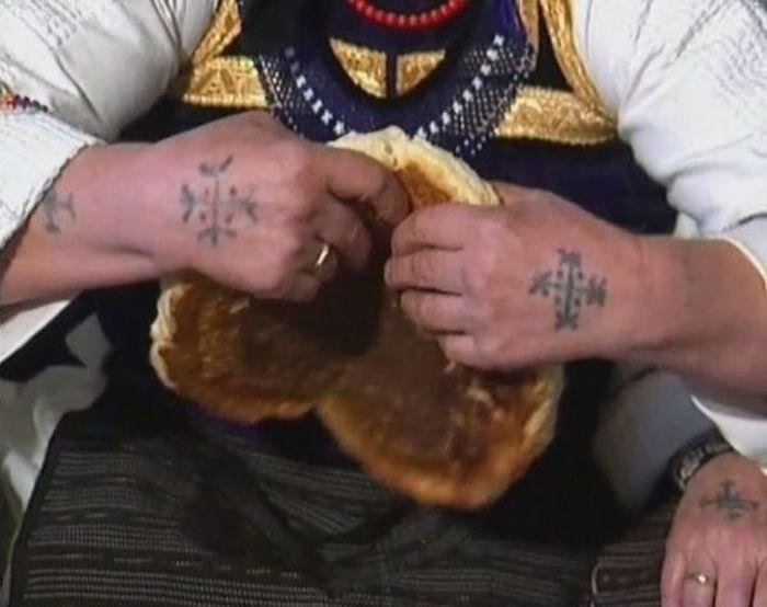 Хорватские бабушки с татуировками на руках (9 фото)