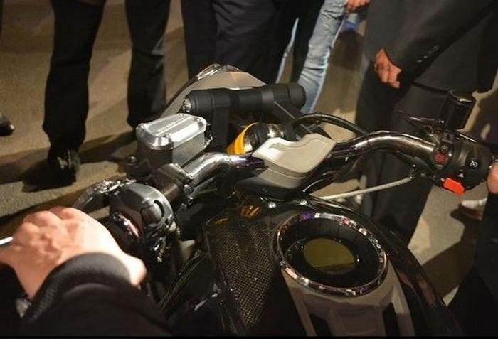Российский мотоцикл «Волк» оказался кастомной версией итальянского байка Moto Guzzi (6 фото)