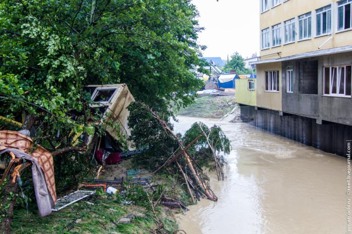 Одна из возможных причин наводнения в Сочи (43 фото + видео)