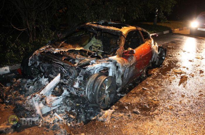 В Бирюлево сгорел спорткар Ferrari F430 (10 фото)