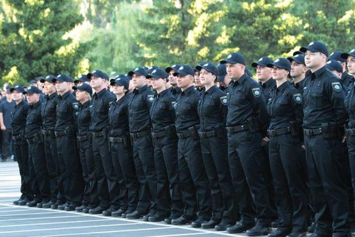 Киевские патрульные полицейские получили собственную новую форму (3 фото)