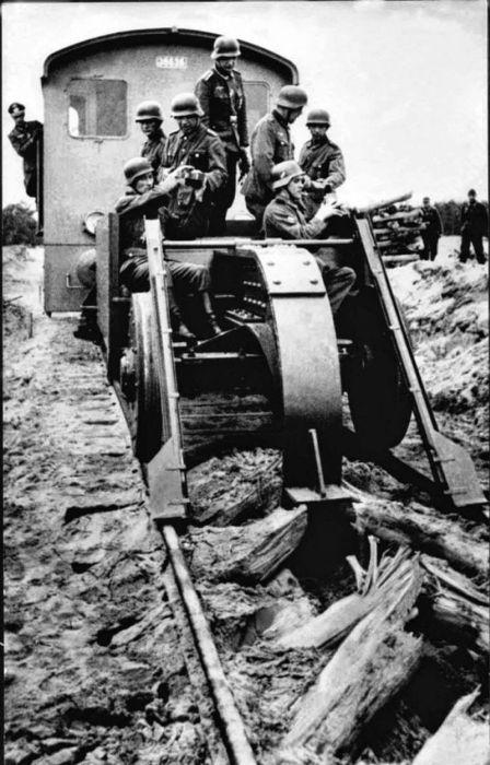 Путеразрушители времен Второй мировой войны (14 фото)