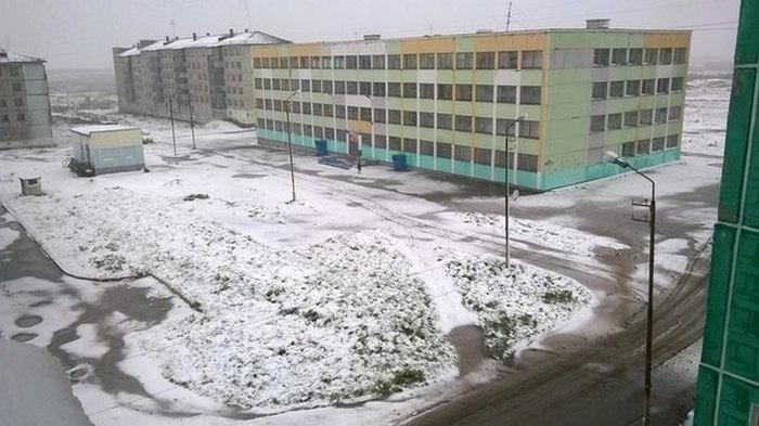 После резкого похолодания в Воркуте выпал снег (13 фото)