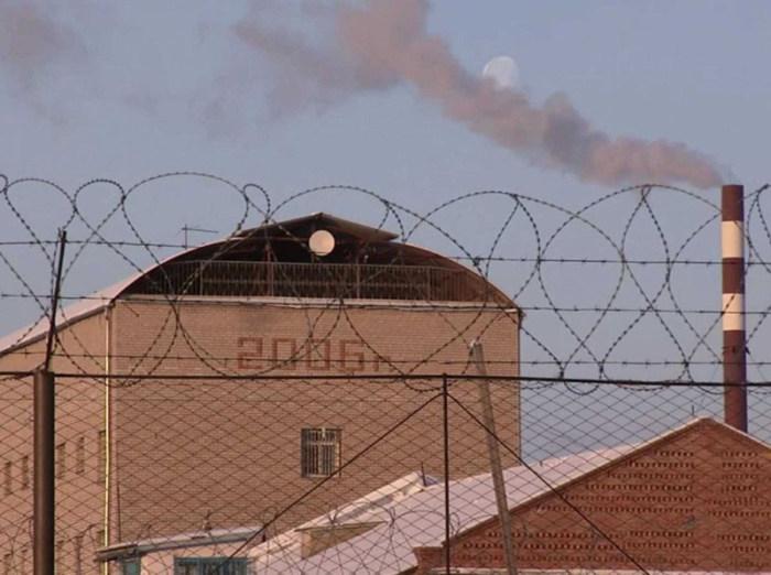 «Черный дельфин» - тюрьма для особо опасных преступников (18 фото)
