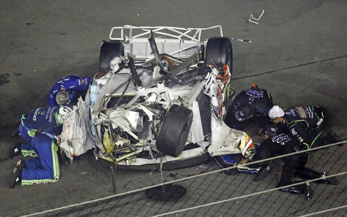 Гонщик NASCAR Остин Диллон попал в страшную аварию, отделавшись лишь ушибами (12 фото + видео)