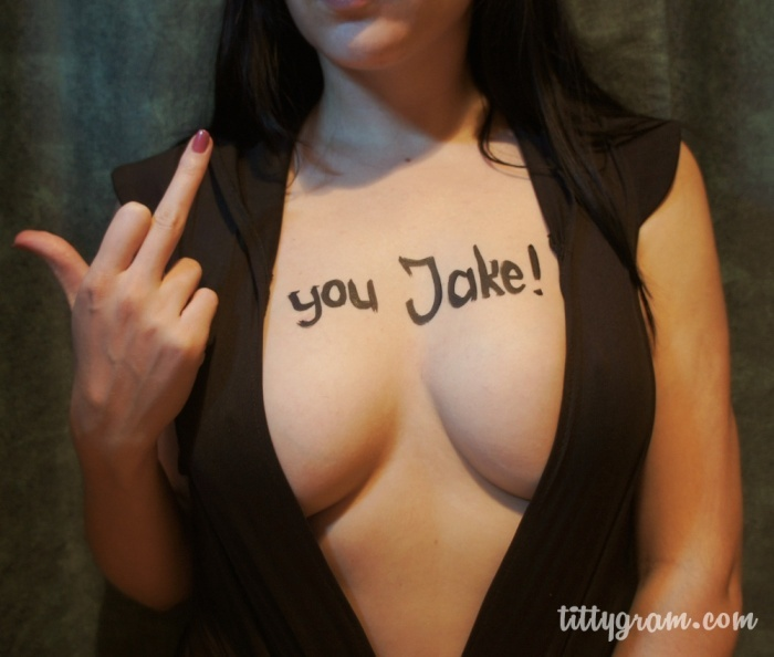 Tittygram.ru- отправь послание на обворожительной женской груди! (9 фото)