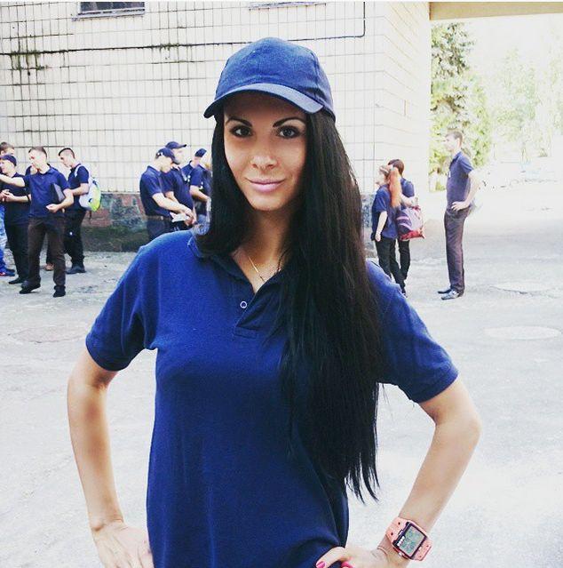 Новой звездой сети стала сотрудница патрульной полиции Киева Людмила Милевич (19 фото)