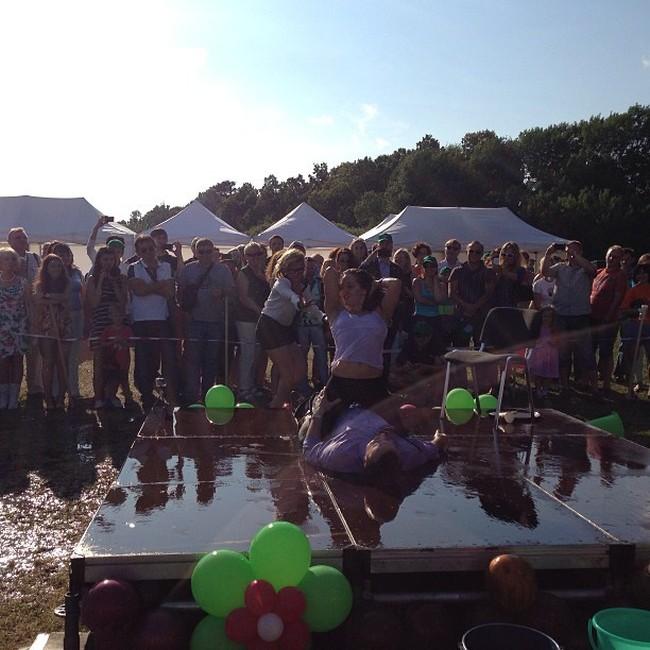 Фестиваль питерских журналистов завершился конкурсом мокрых маек (10 фото + 2 видео)