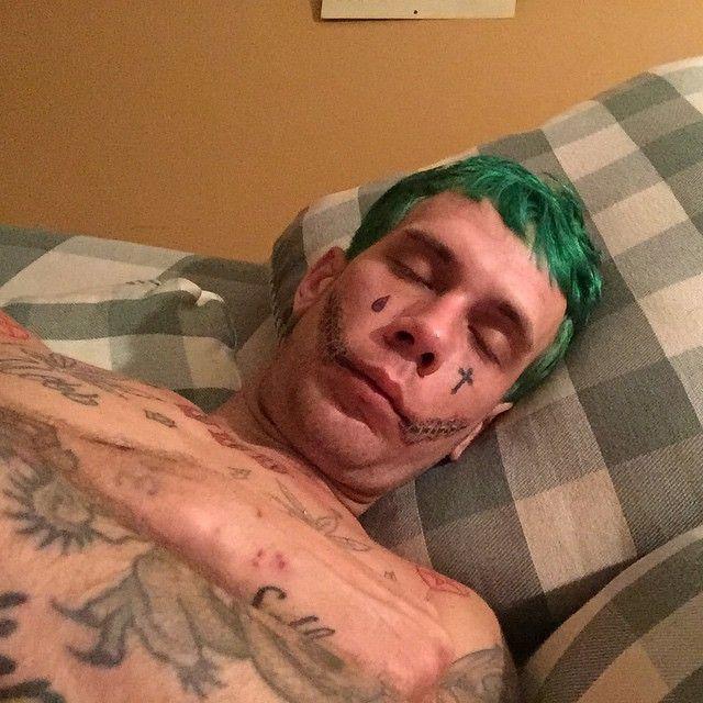 Парень превратил себя в реального Джокера (15 фото)
