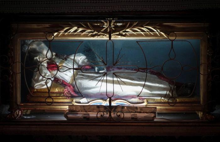 Нетленные тела в итальянских церквях (13 фото)