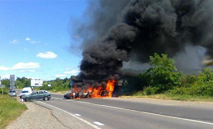 В Мукачево идет вооруженное противостояние между «Правым сектором» и милицией (10 фото + 2 видео)