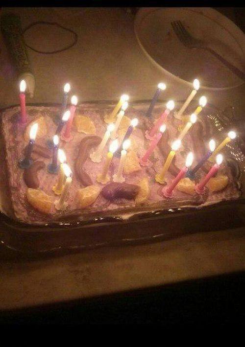 «Розочки» на праздничном торте (2 фото)