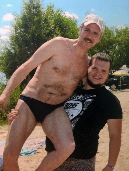 Отец и сын на фото с 20-летней разницей (2 фото)