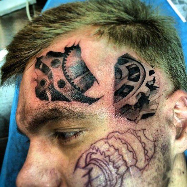 Очередной любитель татуировок (4 фото)