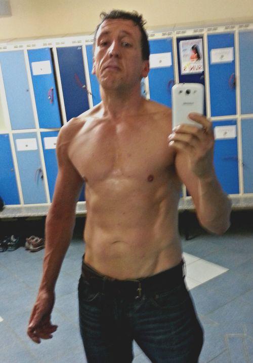 Год без пива и усердные тренировки помогли толстяку прийти в форму (2 фото)