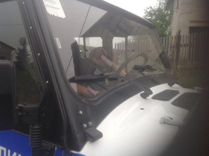 В Кирове нетрезвый водитель, сбивший двух пешеходов, пытался уйти от наказания (20 фото + 2 видео)