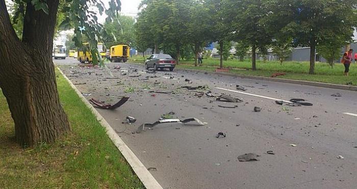 В Донецке взорвался заминированный автомобиль, на котором ехала секретарь главы ДНР (6 фото)