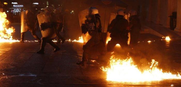 В Афинах начались стычки между демонстрантами и полицией (13 фото)