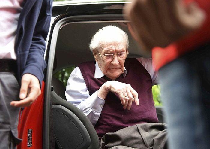 Оскара Гренинга, бывшего бухгалтера Освенцима, приговорили к 4 годам лишения свободы (8 фото)