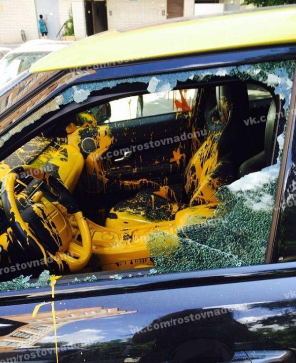 В Ростове-на-Дону злоумышленники облили краской салон кроссовера Range Rover Evoque (7 фото)