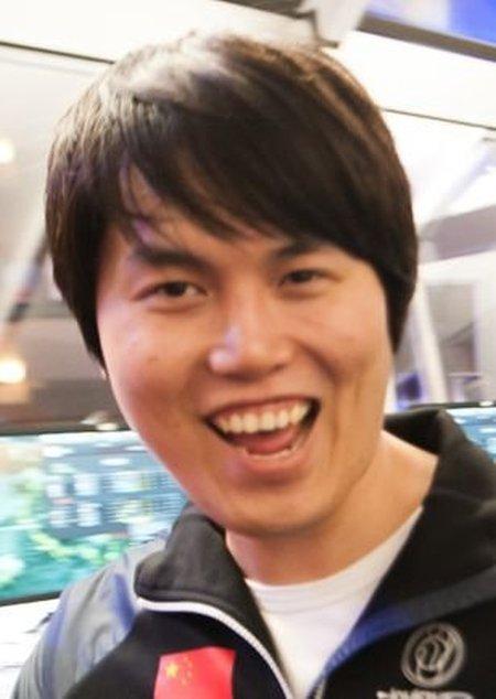 Топ-15 профессиональных геймеров, сумевших заработать больше всего денег (15 фото)