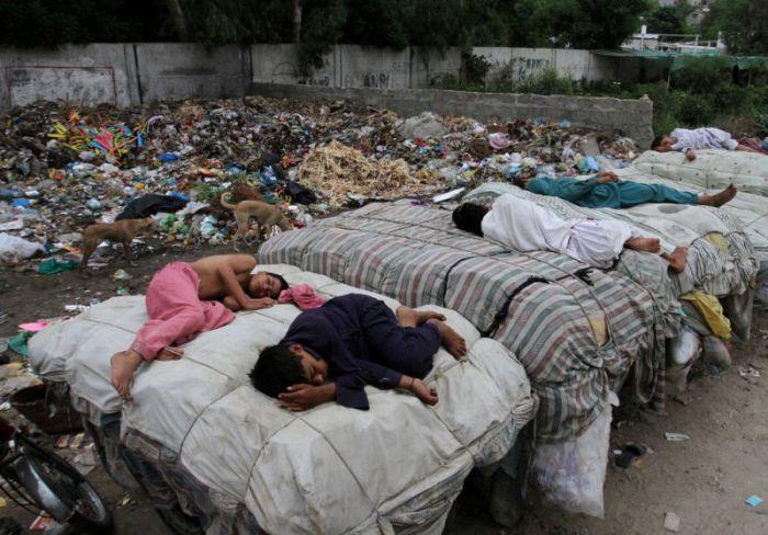 Условия жизни большей части населения Пакистана (20 фото)
