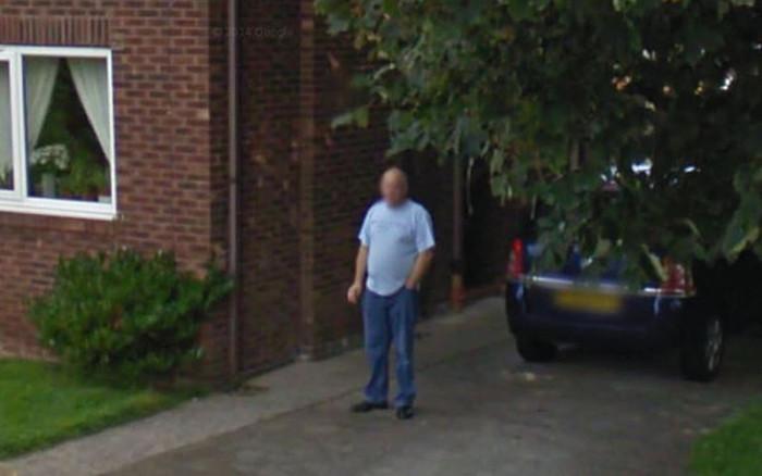 Благодаря сервису Google Street View женщина разоблачила супруга, обещавшего бросить курить (2 фото)