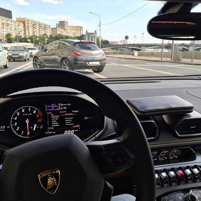 Владелец суперкара Lamborghini о плюсах и минусах владения такой машиной (2 фото)