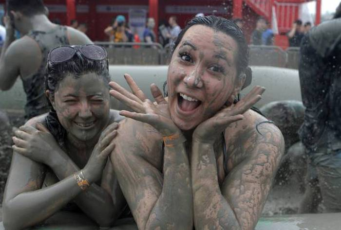 Boryeong Mud Festival – фестиваль купания в грязи (28 фото)