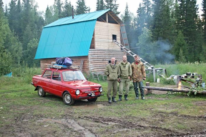 Покорение русского бездорожья на «Запорожце» (17 фото)