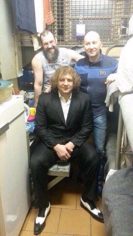 Тюремные будни осужденного бойца Александра Емельяненко (фото)