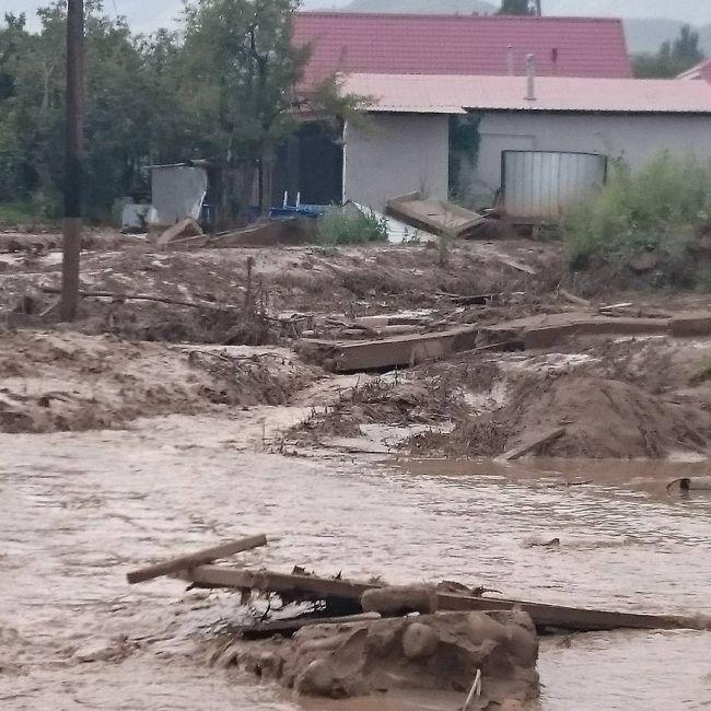 В Алматы ликвидируют последствия схода сели (22 фото + 3 видео)