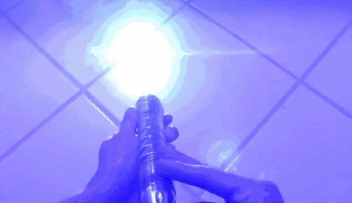 Мощный ручной лазер в действии (8 гифок)