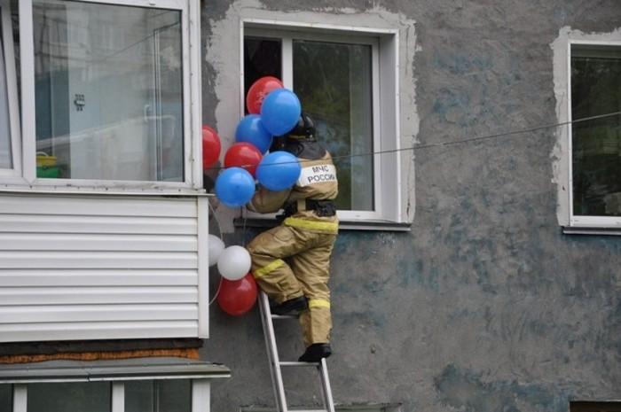 В Петропавловске-Камчатском пожарные поздравили с Днем рождения 7 ...