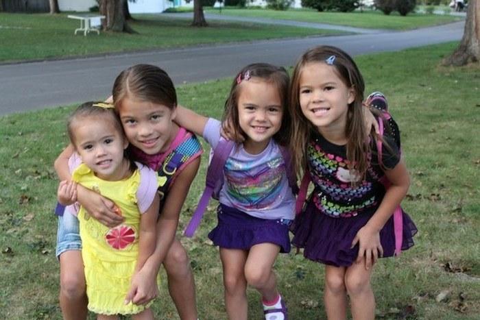 После смерти подруги женщина стала воспитывать четырех ее дочерей (6 фото)
