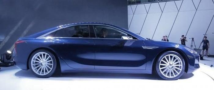 Китайцы представили электрический спортивный седан (11 фото)