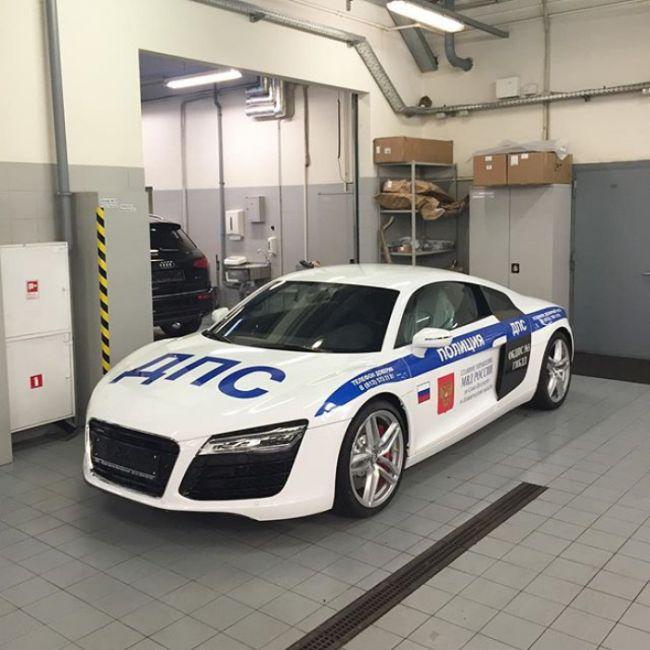 В полиции Санкт-Петербурга появился суперкар Audi R8 (3 фото)
