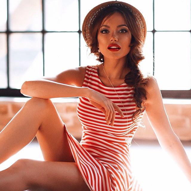 Тверчанку Ассоль Васильеву назвали двойником актрисы Анджелины Джоли (30 фото)