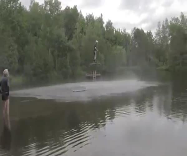 Парень летает на дронах