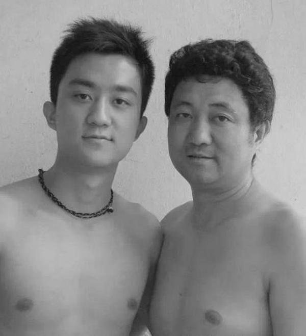 Фотографии с сыном на протяжении 26 лет жизни (27 фото)