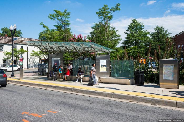 Автобусная остановка стоимостью 1 миллион долларов (6 фото)