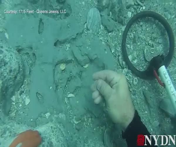 Дайвер обнаружил сокровища затонувшего корабля