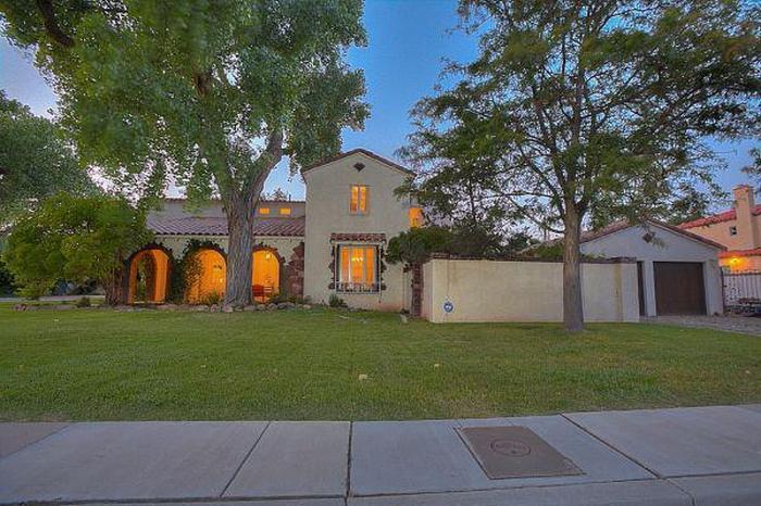 Дом из сериала «Во все тяжкие», в котором жил Джесси Пинкман, выставлен на продажу (11 фото)