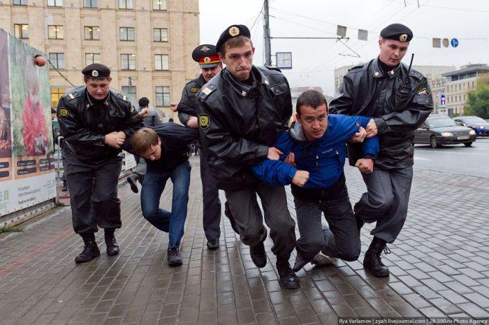 Вот почему нам свойственно ощущать страх при виде полицейских (2 фото)