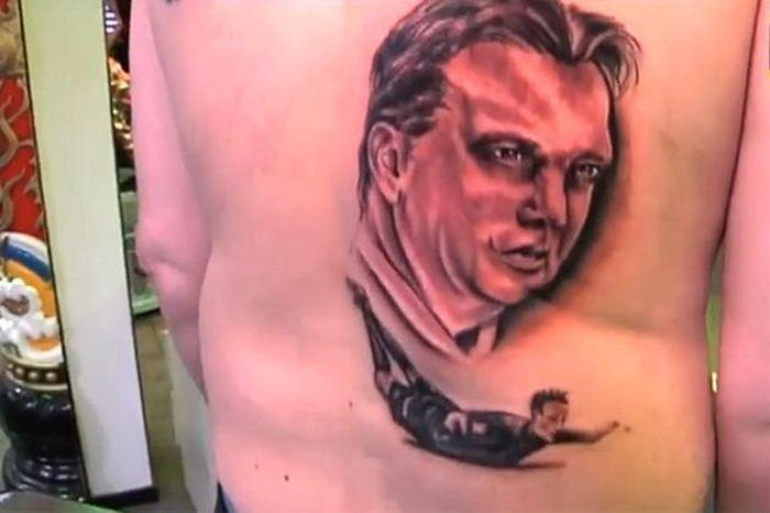 Самые нелепые татуировки футбольных фанатов (18 фото)