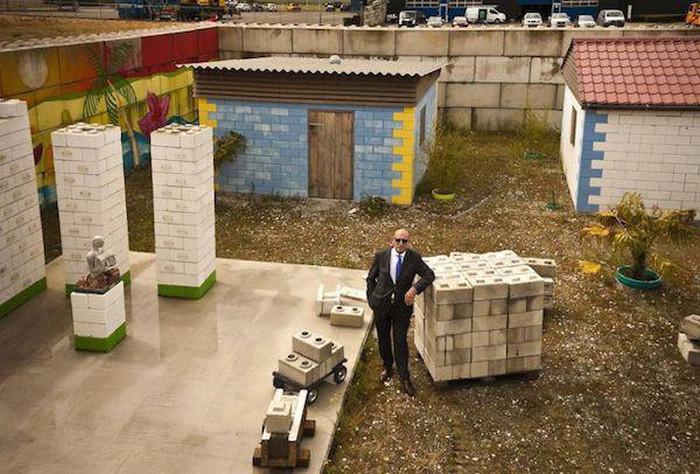 Строительные блоки из мусора (8 фото)